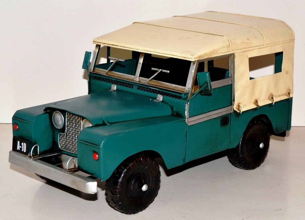 Model: Land Rover Safari